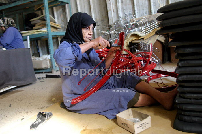 Blind woman assembles a bicycle in a Bicycle factory Baghdad, Iraq. - Jess Hurd - 2003-10-06