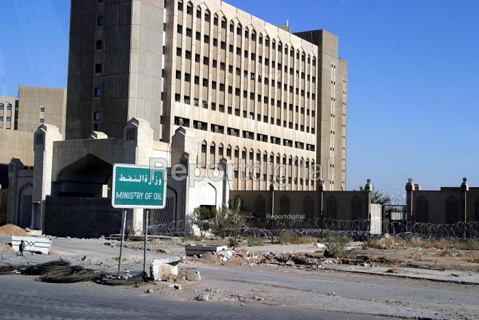 Ministry of Oil Baghdad, Iraq. - Jess Hurd - 2003-10-05