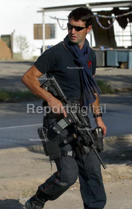 Italian armed forces guard the Red Cross building. Baghdad, Iraq. - Jess Hurd - 2003-10-07