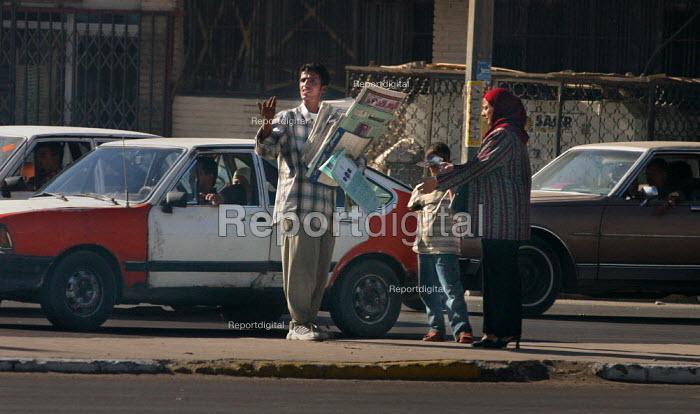 Iraqi man sells newspapers on the street. Baghdad, Iraq. - Jess Hurd - 2003-10-08