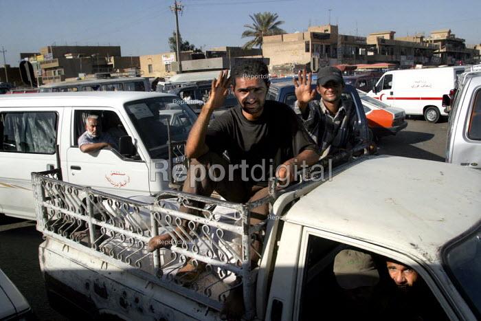 Busy traffic congestion in Sadr City. Baghdad, Iraq. - Jess Hurd - 2003-10-06