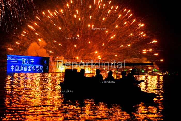 Fireworks at the West Lake Expo festival, Hangzhou, Zhejiang Province, China. - Jess Hurd - 2003-10-18