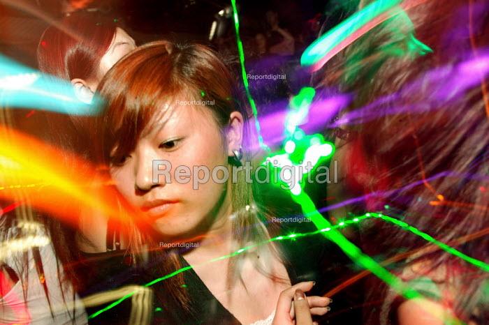 Dancing in a nightclub, Shanghai, China. - Jess Hurd - 2003-10-20