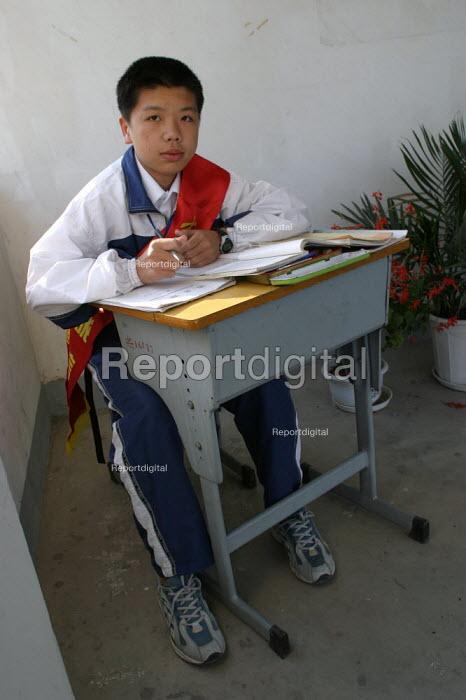 Chinese child who is a corridor monitor at Shu Sheng Private private Middle School run by the Sunson Company. Jiaojiang, Taizhou, Zhejiang Province, China. - Jess Hurd - 2003-10-15