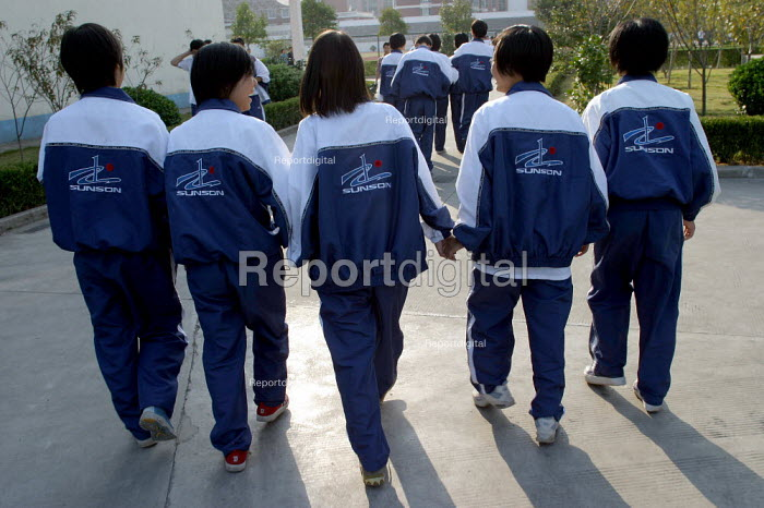 Chinese children between classes at Shu Sheng Private private Middle School run by the Sunson Company. Jiaojiang, Taizhou, Zhejiang Province, China. - Jess Hurd - 2003-10-26