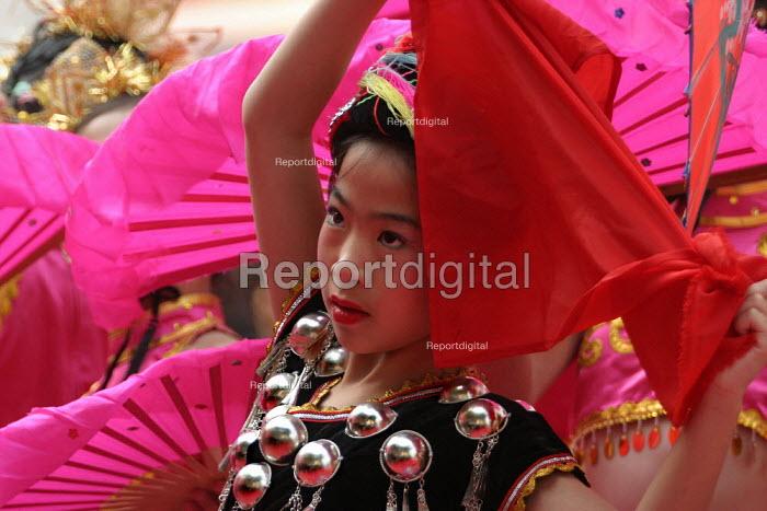 Hangzhou Silk Fashion Show Zhejiang Province, China. - Jess Hurd - 2003-10-18