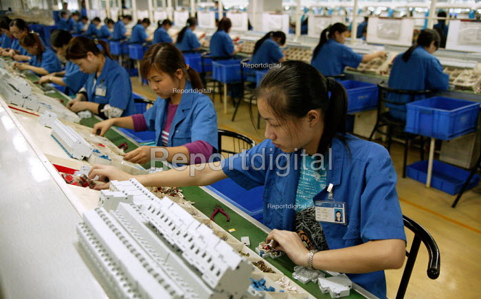 Chinese women workers at the Chint Group private firm, China's largest high voltage electrical appliance maker based in Wenzhou. Zhejiang Province, China. - Jess Hurd - 2003-10-26