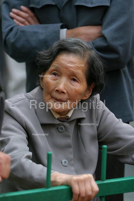 Elderly Chinese woman at the Hangzhou Silk Fashion Show Zhejiang Province, China. - Jess Hurd - 2003-10-18