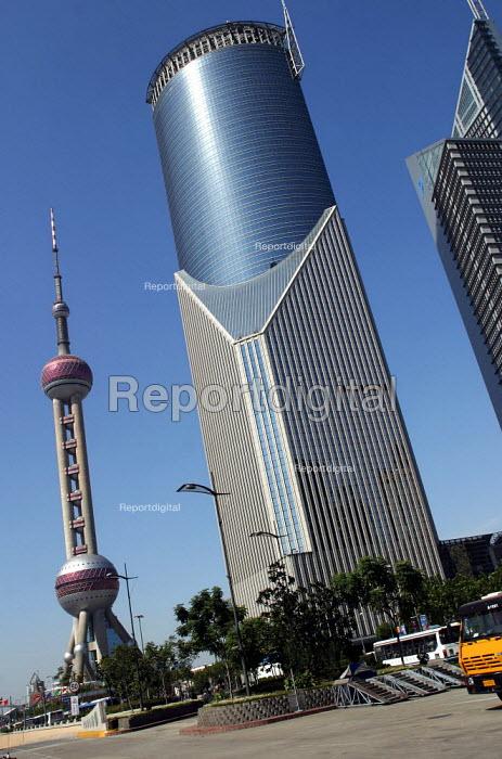 Oriental Pearl TV Tower. Shanghai, China. - Jess Hurd - 2003-10-20
