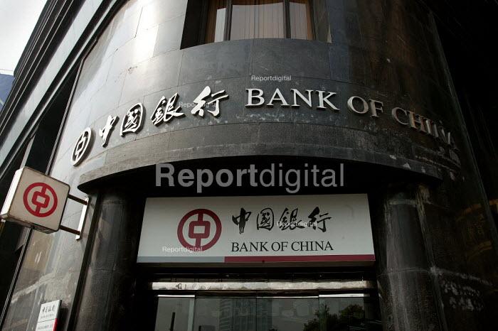 Bank of China, Shanghai, China. - Jess Hurd - 2003-10-26