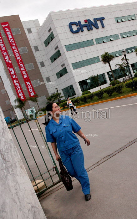 Chinese women workers at the Chint Group private firm leave at the end of their shift, China's largest high voltage electrical appliance maker based in Wenzhou. Zhejiang Province, China. - Jess Hurd - 2003-10-26