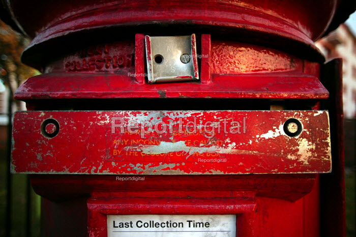 Sealed up Royal Mail post box due to the CWU unofficial strike action. East London. - Jess Hurd - 2003-11-02