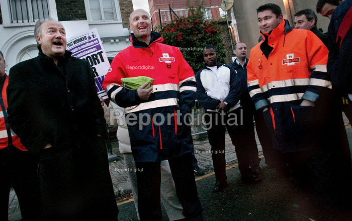 George Galloway MP speaks next to CWU rep Mark Dolan on the picket line at te Northern Delivery Office in Islington, London, as news filters in about a possible deal to end the unofficial postal workers strike. - Jess Hurd - 2003-11-03
