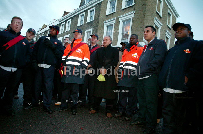 George Galloway MP joins with postal workers on the picket line during CWU unofficial strike action. NDO, North London. - Jess Hurd - 2003-11-03