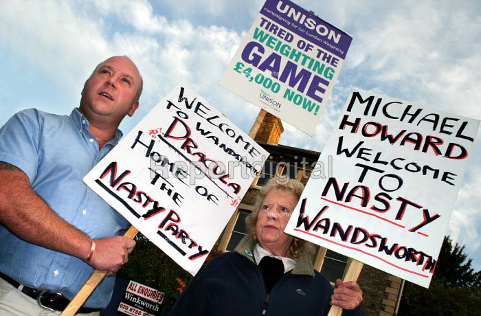 Jeff Martin UNISON joins London Weighting protest in Wandsworth where Michael Howard MP is crowned the new leader of the Conservative Party. - Jess Hurd - 2003-11-06