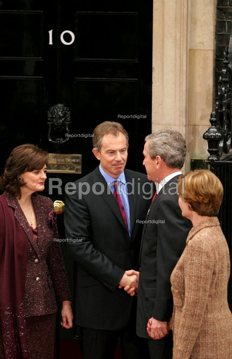 Tony Blair PM and Cherie meet with George Bush and his wife at No 10 Downing Street on the Presidents state visit to Britain. London Shaking hands. - Jess Hurd - 2003-11-20