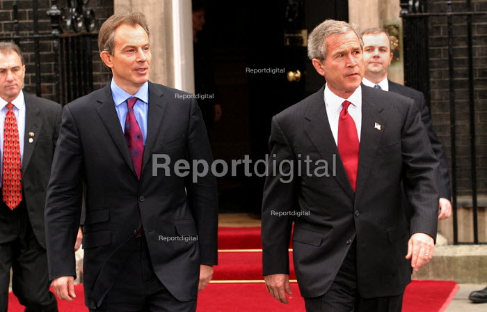 Tony Blair PM and George Bush at No 10 Downing Street on the Presidents state visit to Britain. London - Jess Hurd - 2003-11-20
