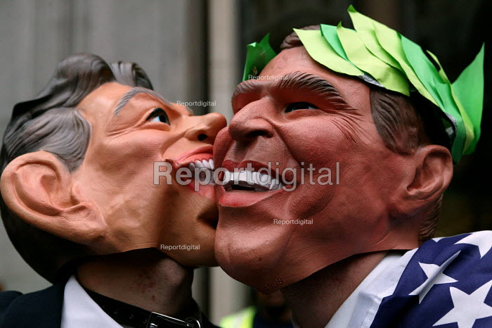 Protesters in Tony Blair PM and George Bush masks kissing. Stop the War demonstration against the Presidents state visit to Britain. - Jess Hurd - 2003-11-20