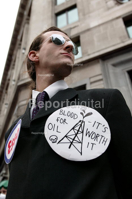 "Anti war protester with a ""Blood for Oil"" badge, Stop the War Coalition demonstration against the State visit of US President George Bush to the UK. London. - Jess Hurd - 2003-11-20"