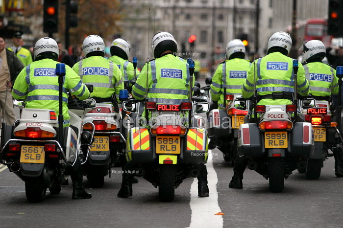Police motorcyclists. High level police security operation as anti war protesters gather against the State visit of US President George Bush to the UK. - Jess Hurd - 2003-11-20