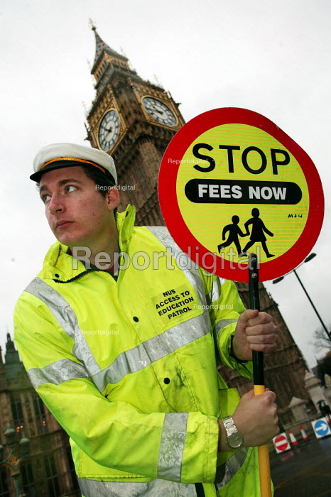 NUS campaign against top up fees as the Queen addresses parliament. - Jess Hurd - 2003-11-26