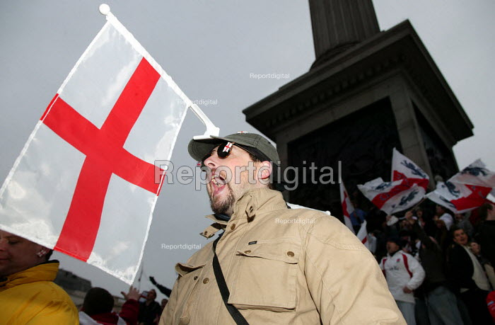 Man with St George's flag attached to his head celebrates Rugby World Cup win. Trafalgar Square. London. - Jess Hurd - 2003-12-08