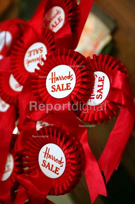 Harrods rosettes. The Opening day of the Harrods Sale. London. - Jess Hurd - 2003-12-30