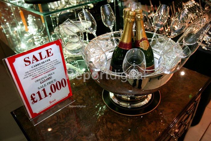 Bargain luxury half price sale goods. The Opening day of the Harrods Sale. London. - Jess Hurd - 2003-12-30