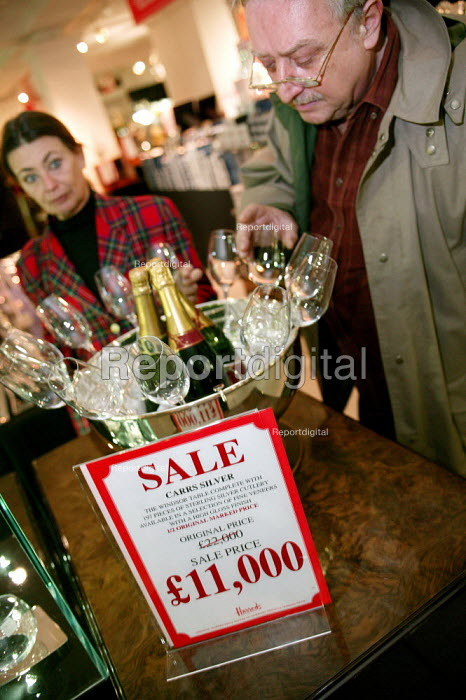 The Opening day of the Harrods Sale. London. - Jess Hurd - 2003-12-30