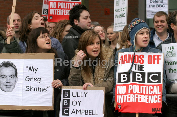 BBC trade unions hold a protest outside Television Centre in support of Greg Dyke and against any attempt by the government to weaken the BBC's independence and against political interference in the aftermath of the Hutton Report. London. - Jess Hurd - 2004-02-05