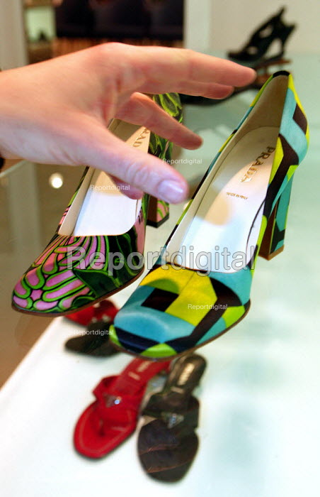 Prada shoes for sale. The Opening day of the Harrods Sale. London. - Jess Hurd - 2003-12-30