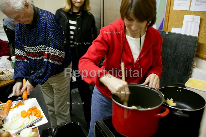 Volunteer make soup for the homeless. Christmas Day night at the Newham Night shelter for the homeless, 170 Harold Road, East london. - Jess Hurd - 2003-12-25