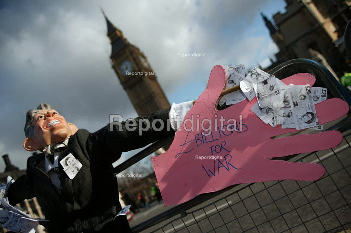 Tony Blair puppet outside Westminster. Student lobby of Parliament against university top-up fees. - Jess Hurd - 2004-01-27