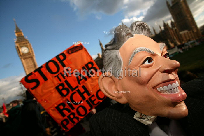 Anti Blair sentiment. Student lobby of Parliament against university top-up fees. - Jess Hurd - 2004-01-27
