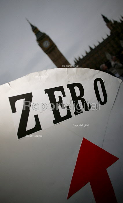 Anti War protesters on the day of the Hutton Enquiry report was published investigating the death of civil servant David Kelly. Parliament Square, Westminster, London - Jess Hurd - 2004-01-28
