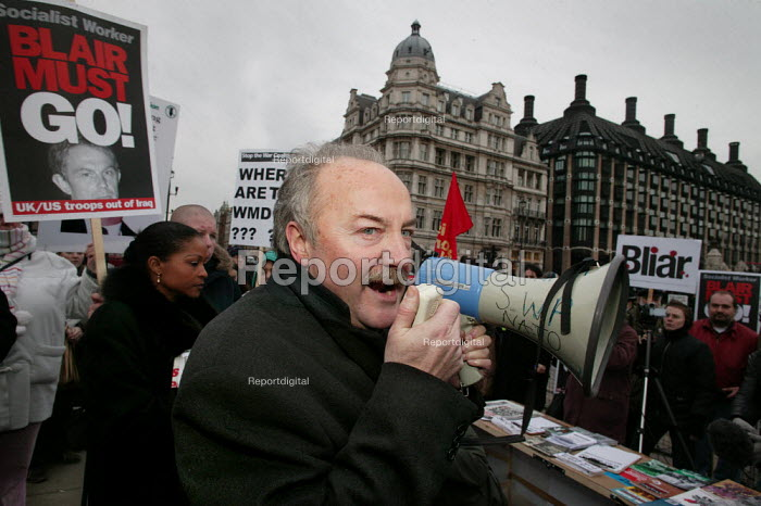 George Galloway MP joins Anti War protesters on the day of the Hutton Enquiry report was published investigating the death of civil servant David Kelly. Parliament Square, Westminster, London - Jess Hurd - 2004-01-28
