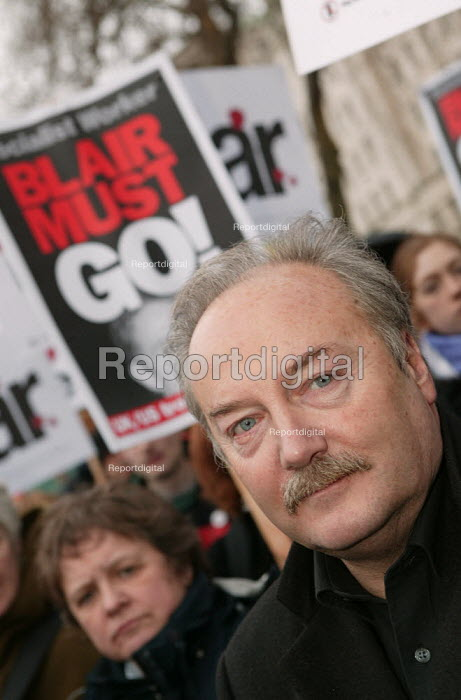 George Galloway MP joins Anti War protesters after the Hutton Enquiry report was published investigating the death of civil servant David Kelly. Downing Street, Westminster. - Jess Hurd - 2004-01-31