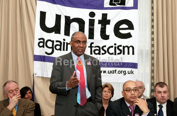 Trevor Phillips CRE addresses a press conference for the launch of Unite Against Fascism a coalition to stop the electoral advance of the BNP. London. - Jess Hurd - 2004-02-03