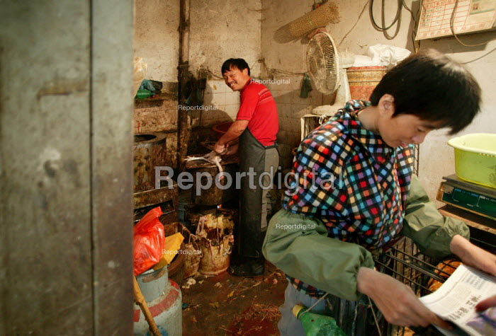 Chinese couple sell chickens. Old Town Ghost Market, Shanghai, China. - Jess Hurd - 2003-10-26