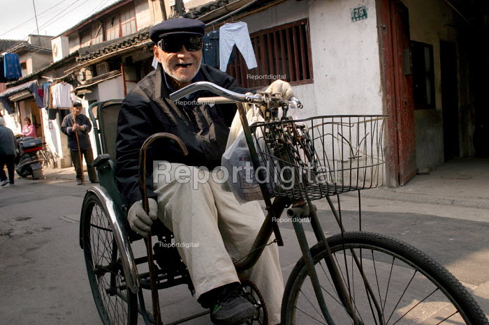 Elderly Chinese man on a bicycle . Old Town, Shanghai, China. - Jess Hurd - 2003-10-26