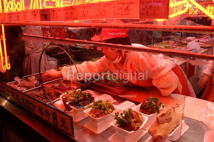 Chinese worker take away restaurant counter. Shanghai, China. - Jess Hurd - 2003-10-20