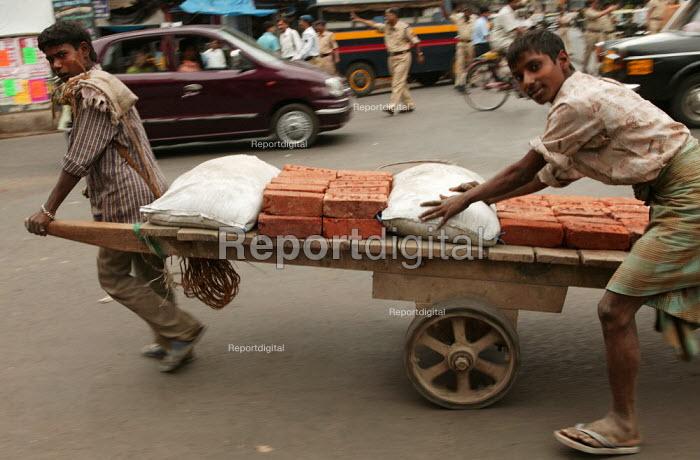 Young men delivering bricks, Mumbai, India. - Jess Hurd - 2004-01-23