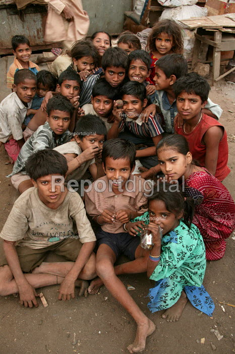 Street kids pose for a photograph in their shanty town home, Mumbai, India. - Jess Hurd - 2004-01-23