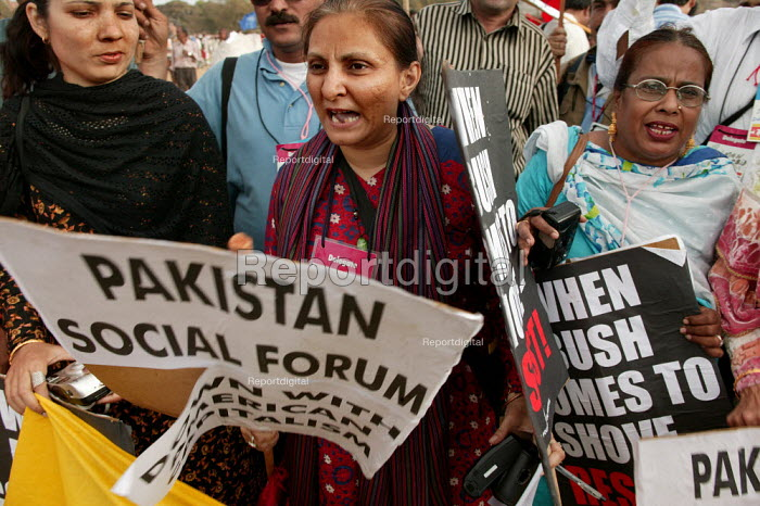 Pakistani women join the World Social Forum, Mumbai, India. - Jess Hurd - 2004-01-23