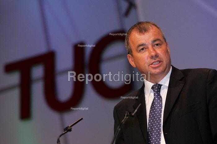 Brendan Barber TUC speaks at TUC Conference, Brighton. - Jess Hurd - 2004-09-13