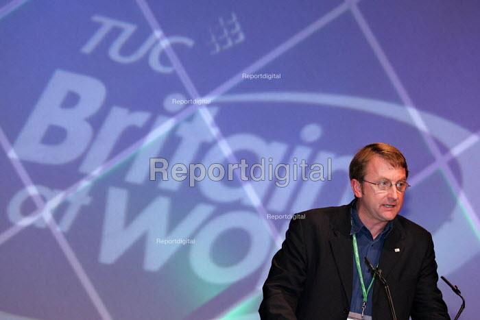 Chris Morley NUJ speaks at TUC Conference, Brighton. - Jess Hurd - 2004-09-13