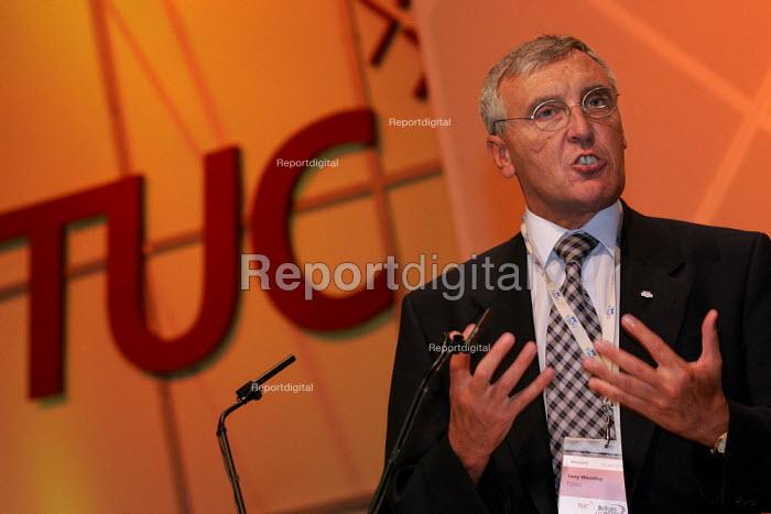Tony Woodley TGWU speaks at the TUC Conference, Brighton. - Jess Hurd - 2004-09-13