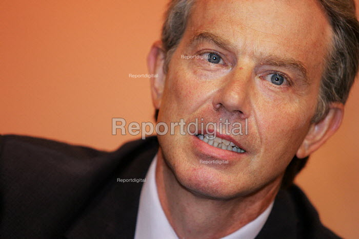 Prime Minister Tony Blair speaks at the TUC, Brighton. - Jess Hurd - 2004-09-13