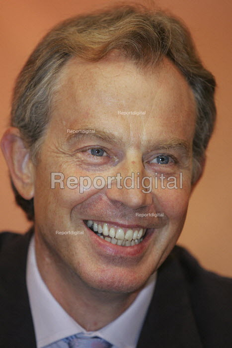 Prime Minister Tony Blair speaks at the TUC, Brighton. - Jess Hurd - 2004-09-13