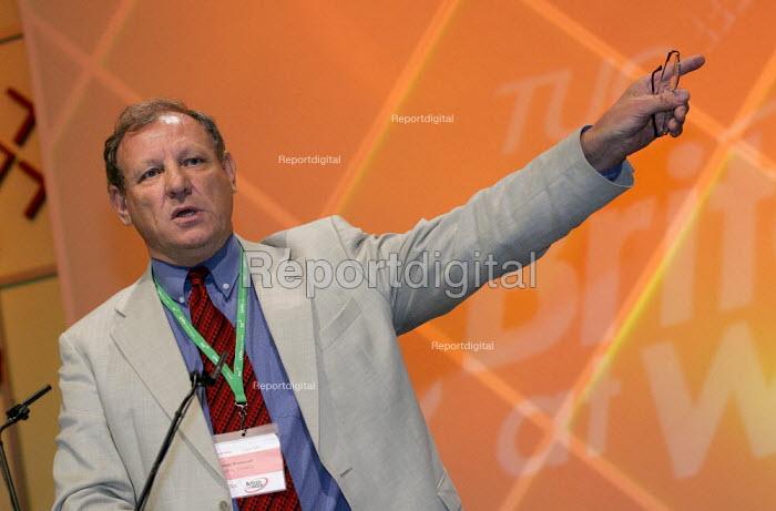 George Brumwell UCATT speaks at TUC Conference, Brighton. - Jess Hurd - 2004-09-13